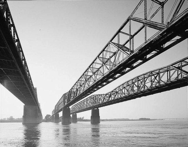 Memphis,_Harahan,_and_Hernando_de_Soto_Bridges.jpg