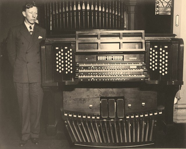 1935 Adolph Steuterman Organ.jpg