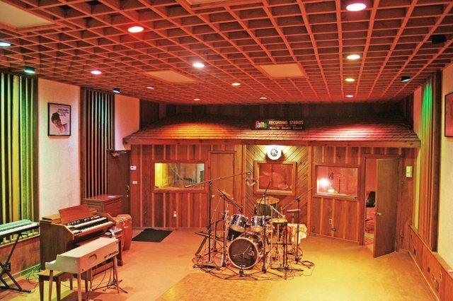 FAME Studio Shots 008.jpg