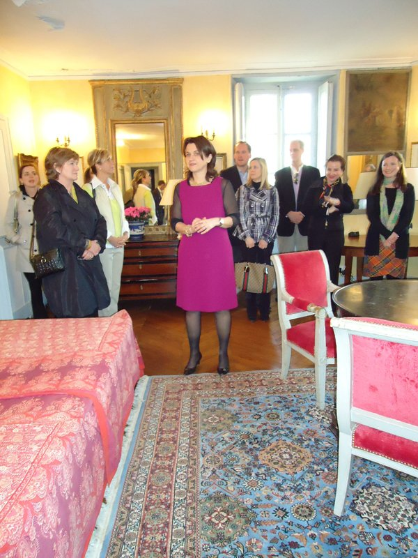 Florence Valdes-Forain, great-grandaughter of the artist, in the Forain family home with Memphis Travelers.