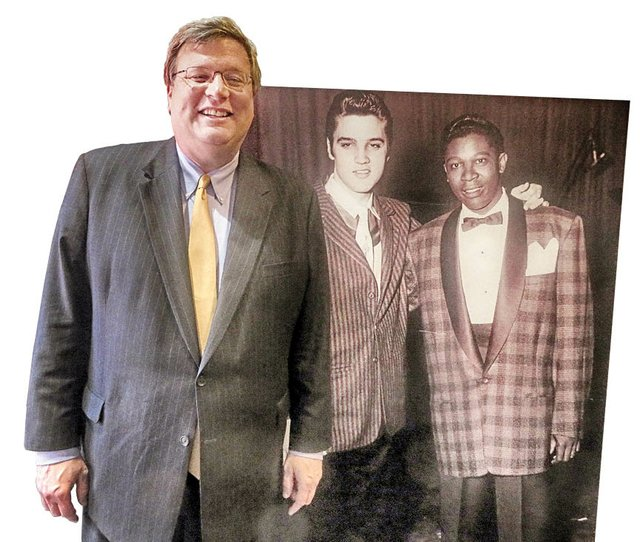 Strickland_at_Withers_studio_with_pic_of_Elvis_and_BB_King.jpg