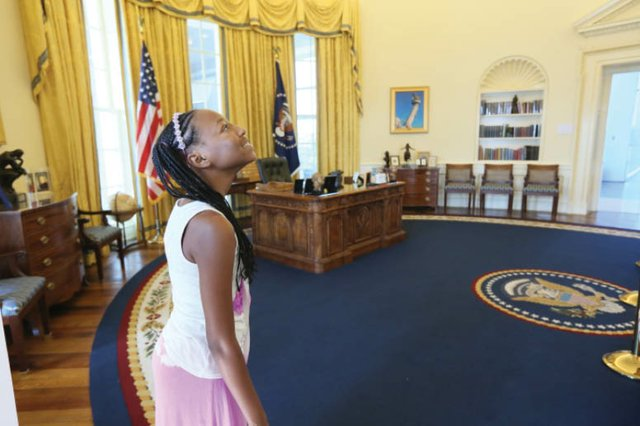 Girl_in_Clinton_Presidential_Center_Oval_Office1_-_Photo_Courtesy_of_the_Clinton_Foundation.jpg