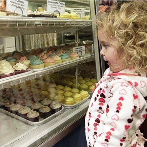 Although cupcakes are the main attraction at Muddy's Bake Shop, it also serves wonderful cakes, tasty pies, and even pimento cheese.