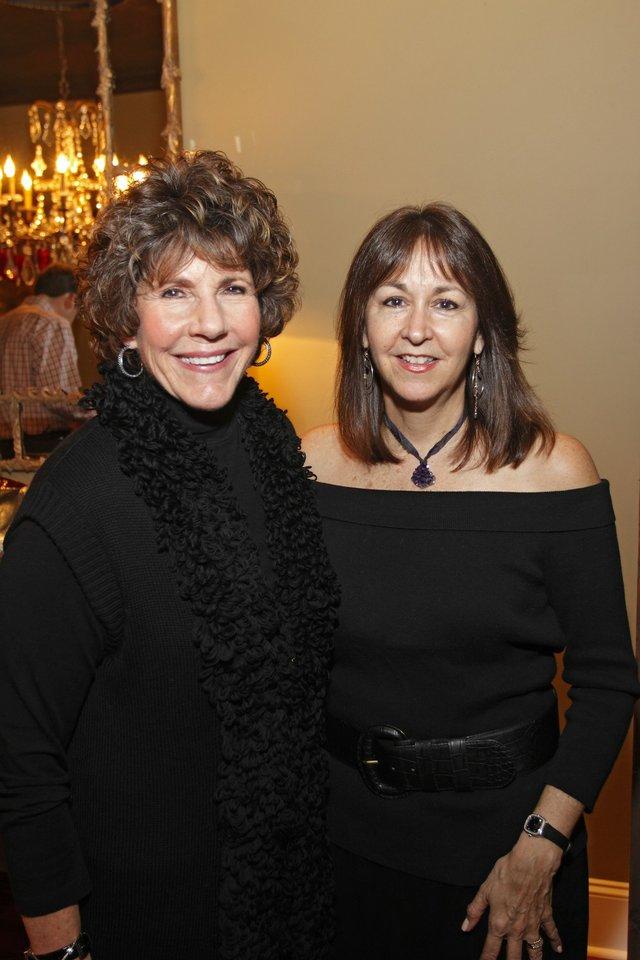 Harriet Strasberg, Carolyn Wise
