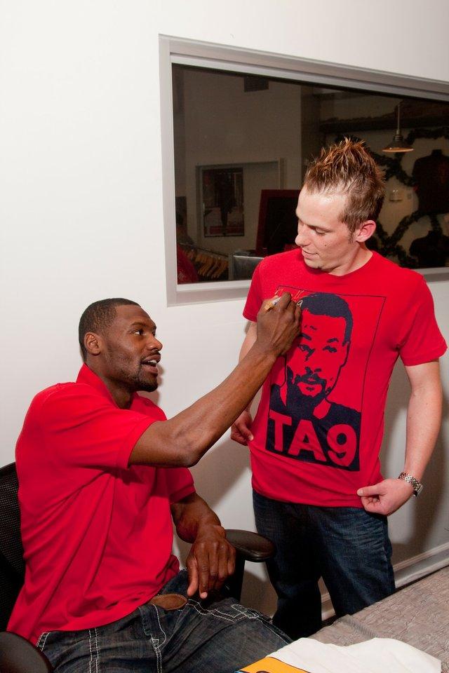 Tony Allen of the Grizzlies signs Eric Evans' tshirt.