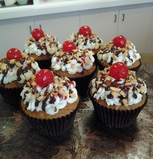 Cupcakeswithcherrymainsm.jpg