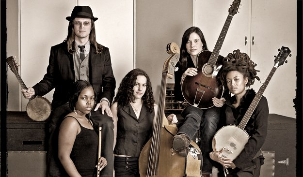 The Wandering (L-R) Luther Dickinson, Sharde Thomas, Amy LaVere, Shannon McNally, and Valerie June.
