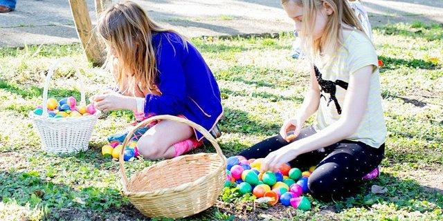 Easter Egg Hunt, Elmwood Cemetery