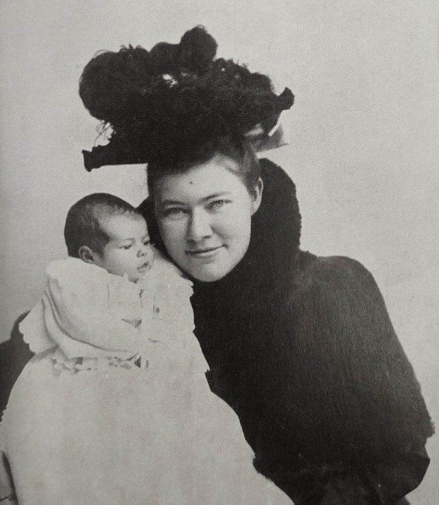 Grace_and_Ernest_Hemingway_1899-2_toned_rgb.jpg