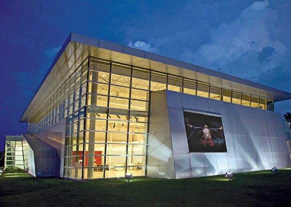 Hnedak Bobo's sleek Clark Opera Memphis Center