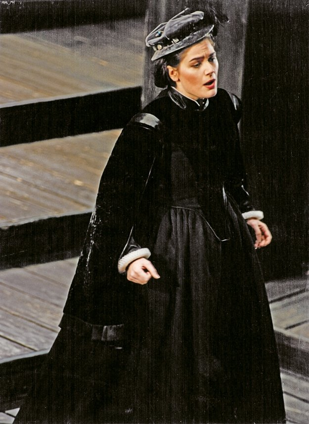 At Teatro Communale in Bologna, Italy, Esperian sings the lead role in Donizetti's Maria Stuarda.