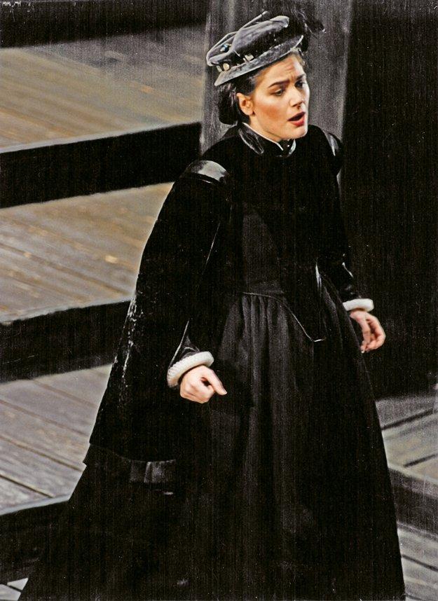 At Teatro Communale in Bologna, Italy, Esperian sings the lead role in Donizetti's Maria Stuarda.