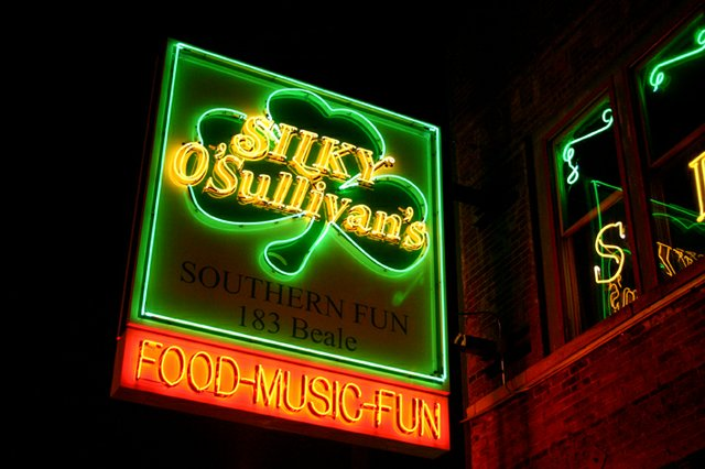 "#38 - Split a famous ""Diver"" bucket with friends at Silky O'Sullivan's"