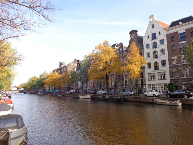 A typical Amsterdam canal scene
