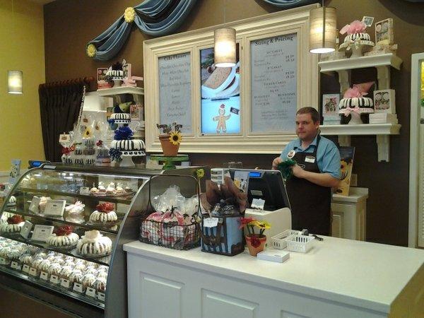 Cake workersm.jpg