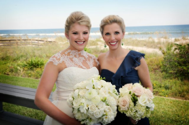 The bride with her sister, Barclay Kuntz Bowen.