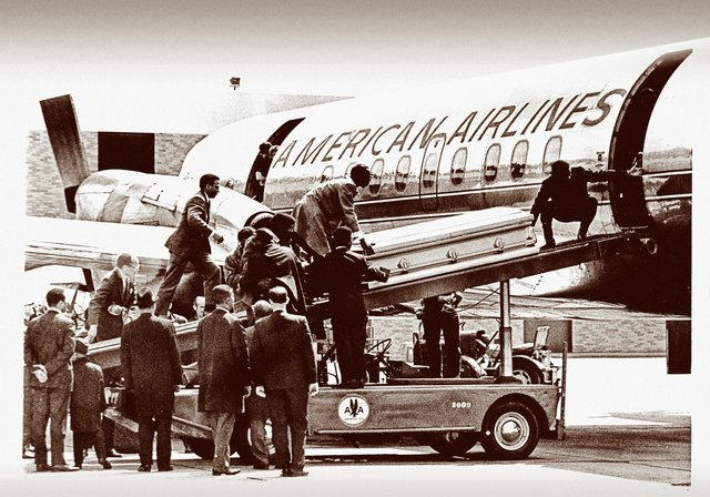 King's bronze coffin is moved aboard an American Airlines jet at the Memphis airport, to be transported home to Atlanta.