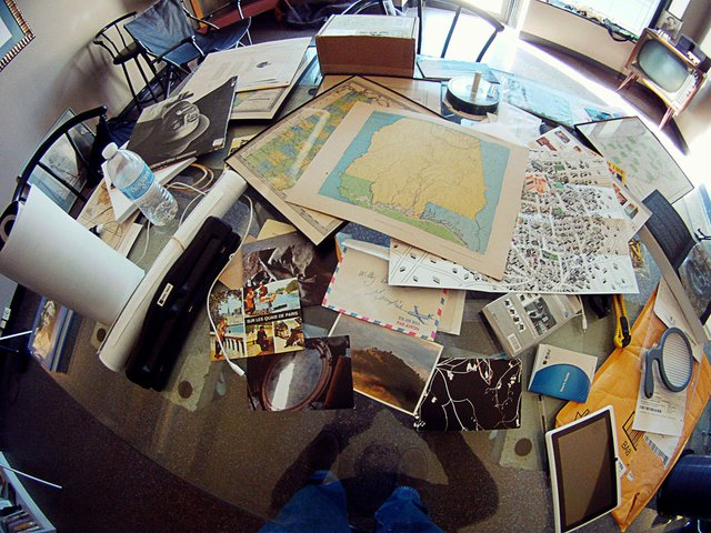 Willy's cluttered desk, 2004