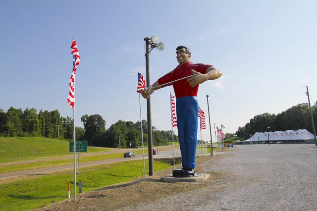 The Giant on Highway 61, 2001. These fiberglass figures once stood outside Giant grocery stores. Now he watches over a fireworks stand at the state line.