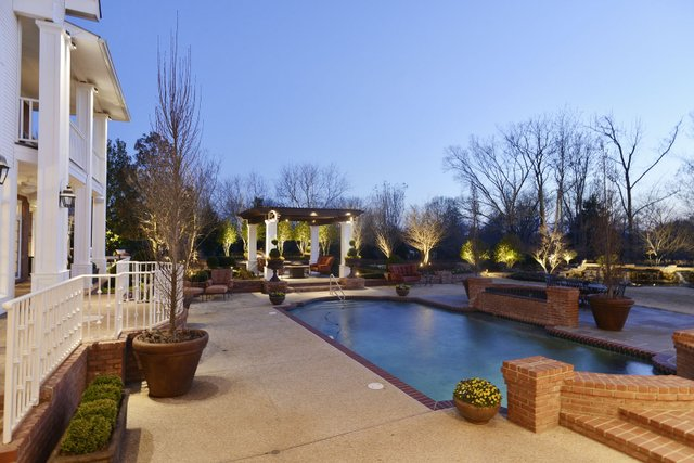 The outdoor lighting highlights the hardscape at the back of the house and brings out the special magic of the view.