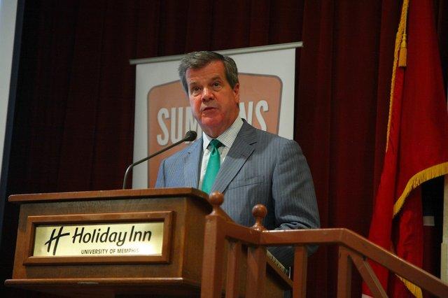 Mayor Karl Dean speaks