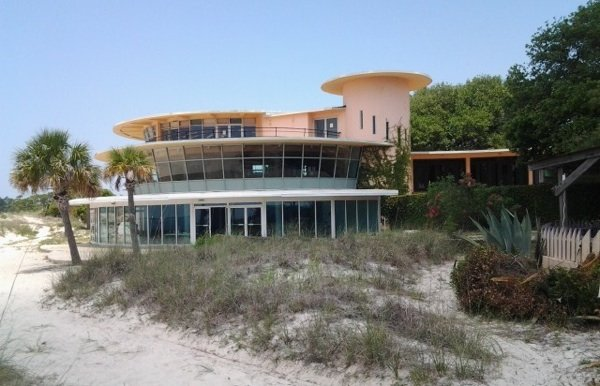 Built in 1953, the Isle Dauphine Golf Club includes restaurants and beach amenities.