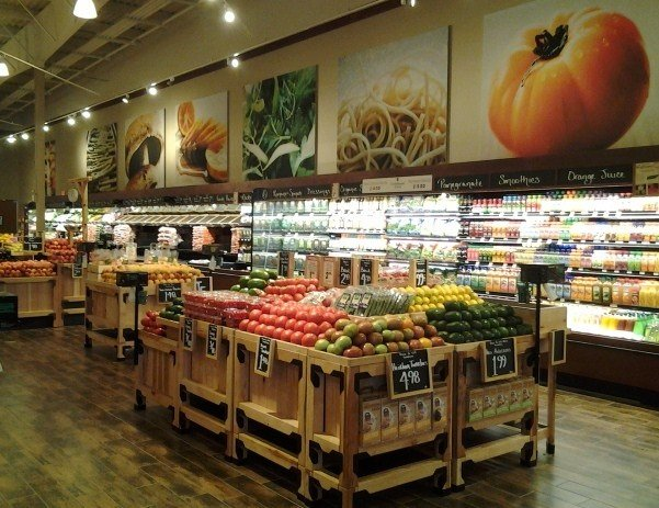The new Fresh Market on Union Avenue features spacious aisles, local vendors, and an in-store bakery that makes 30 different varieties of bread every day.