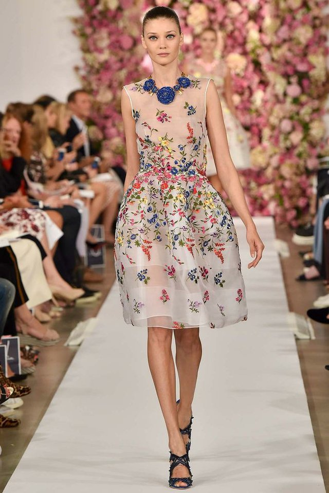 Master designer Oscar de la Renta shows what he does best.