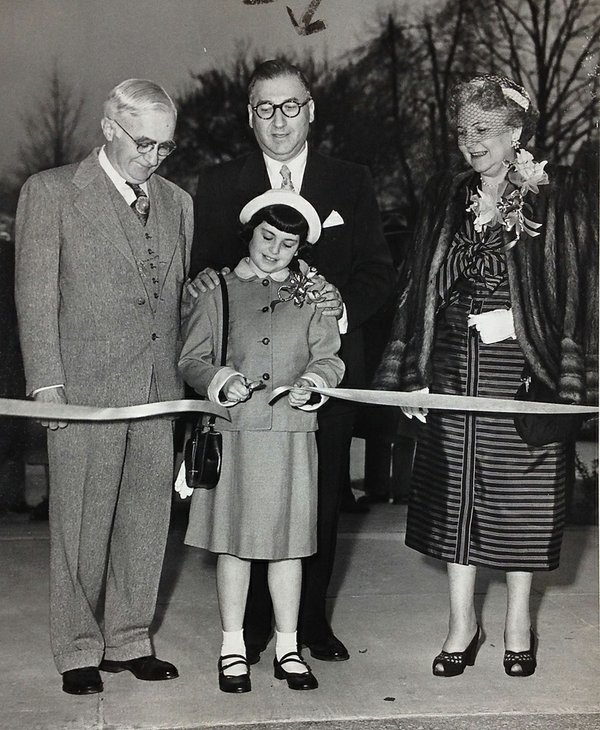 JuliusLewis-RibbonCutting.jpg