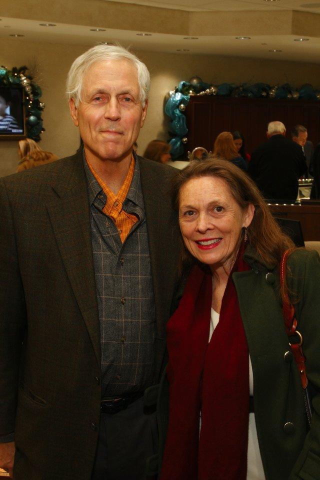 Mike Roberts, Teresa Hurst