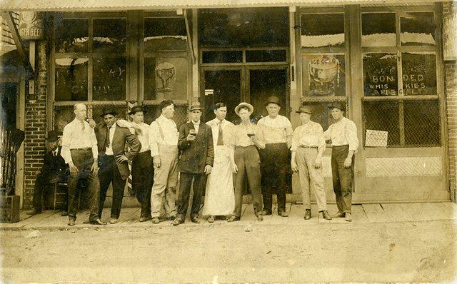 KearneySaloon-Broad-1915.jpg