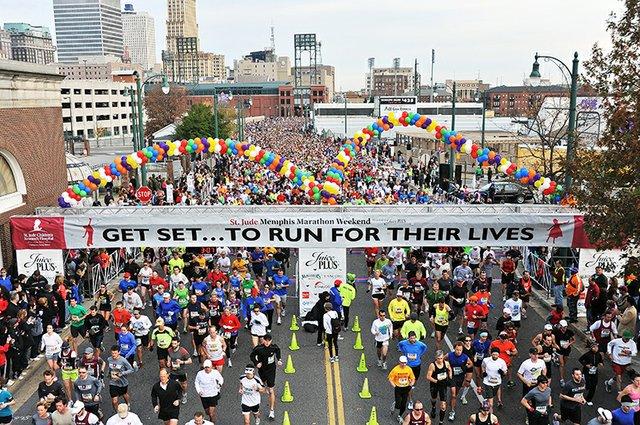 Runners_ready_for_the_St__Jude_Memphis_Marathon_SZVrlpEd64mdNPTYDe4-kRn_rgb_l.jpg