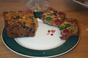 180px-Traditional_fruitcake.jpg